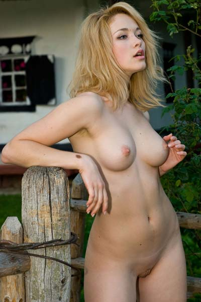 Model Alisa G in The Cottage