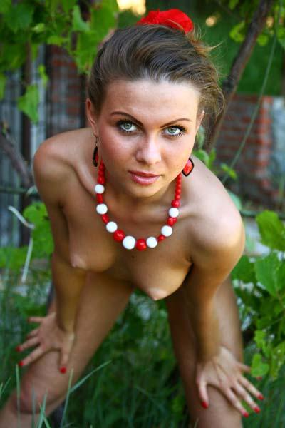 Model Nida in Sweat Outdoors
