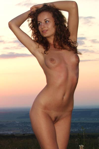 Model Lili F in Rolling Plains